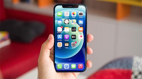 iPhone 12 sở hữu màn hình OLED